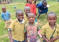 내일의 주역들: 루헹게리의 재림교회 학교의 어린이들은 재도약하는 나라의 밝은 미래를 그릴 수 있다.